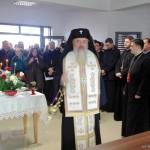 Mitropolitul Clujului în mijlocul măierenilor