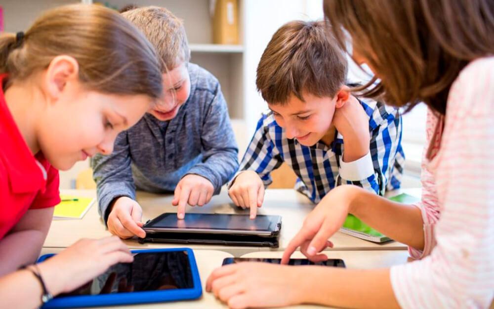 """<a class=""""imagineslider-posttitle-link"""" href=""""http://www.protopopiatulnasaud.ro/arhiepiscopia-clujului-lanseaza-campania-daruieste-o-tableta-pentru-o-sansa-la-educatie/"""">Arhiepiscopia Clujului lansează Campania: """"Dăruieste o tabletă pentru o sansă la educație!""""</a>"""