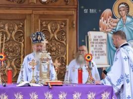 """Mitropolitul Andrei, la hramul Mănăstirii """"Schimbarea la Față"""" de la Ilva Mare"""